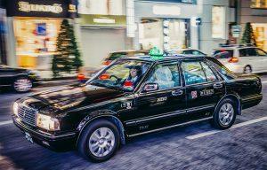 働くなら何歳から? タクシー運転手の平均年齢と勤続年数